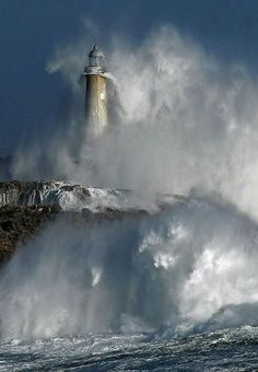 A powerful storm batters Mouro Island Lighthouse - Santander, Spain - lighthouses and ocean/crashing waves No Wave, Cool Pictures, Cool Photos, Lighthouse Pictures, Beacon Of Light, Am Meer, Ocean Waves, Belle Photo, Wonders Of The World