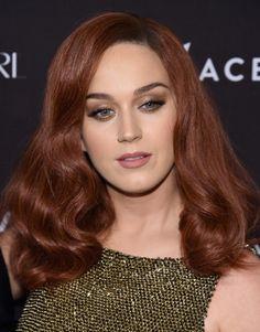 Olho dourado/marrom + cabelo ruivo