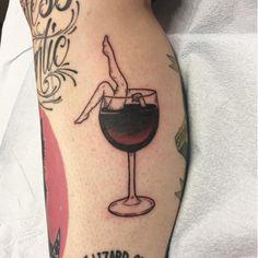 10 good vintage tattoos for wine lovers - Tinta na Pele Mini Tattoos, Body Art Tattoos, Small Tattoos, Sleeve Tattoos, Cool Tattoos, Tatoos, Woman Body Tattoo, Vintage Tattoos, Piercing Tattoo
