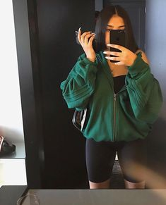 28 Baddie Outfits To Inspire Yourself - World Fashion Latest News Chill Outfits, Swag Outfits, Mode Outfits, Cute Casual Outfits, Short Outfits, Fashion Outfits, Baddie Outfits Casual, Summer Shorts Outfits, Athleisure Outfits