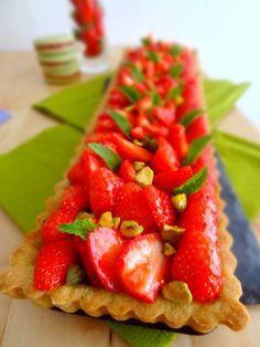 Tarte fraises, pistaches et amandes
