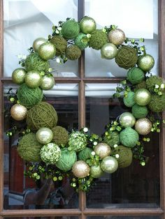 Ornament and yarn wreath. This is a cool little craft project.
