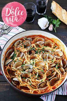 Maak nu een zomerfeestje op je bord: tomatensaus met mosselen of vongole. Of allebei, natuurlijk. En vergeet de pasta niet!