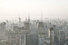 Amanhecer na Avenida Paulista, de Cássio Vasconcellos. Para adquirir a foto com 15% de desconto, acesse: http://www.jornaldafotografia.com.br/noticias/fotospot/fotografia-fine-art-rio-de-janeiro-e-sao-paulo-com-15-de-desconto/