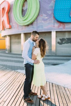 It doesn't get much more festive than a Coney Island engagement session! | Image by Lindsay Hackney Photography