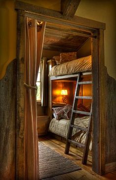 Rustic Cabin Bedroom - love the double bed perfect for a family vacation. Rustic Cabin Bedroom – love the double bed perfect for a family vacation. Rustic Cabin Bedroom – love the double bed perfect for a family vacation. Cabin Homes, Log Homes, Tiny Homes, Interior Design Blogs, Bunk Rooms, Little Cabin, Cabins And Cottages, Log Cabins, One Room Cabins