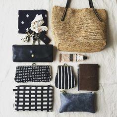 荷物はなかなか減らせない、けどかばんの中身をすっきり見せたい。もうひとつのテクニックが、ポーチやバッグインバッグの利用です。小さなものをまとめてしまえば、すっきりしますよ。