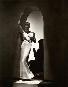 Lucien Lelong, Bijoux Boucheron, 1937. Photo: Horst P. Horst http://www.horstphorst.com/works.php?cat=&display=full&invno=yw079