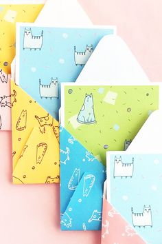 DIY Cat Patterned Stationery on Maritza Lisa - Love cats? Use these cat patterns to make your own stationery. Click through and I will show you how - DIY & Crafts Cat Crafts, Diy And Crafts, Diy Paper, Paper Crafts, Snail Mail Pen Pals, Cat Themed Gifts, Diy Inspiration, Stationery Paper, Cat Pattern