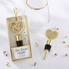 For any wine loving couple, this gold glitter hear bottle stopper makes the perfect favor to thank their wedding guests for being a part of their special day.
