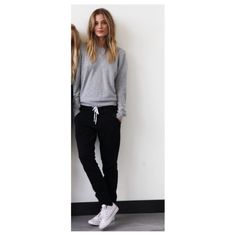 This outfit is on point❤️ black joggers, grey crewneck and converse. Perfect for school❤️