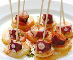 Il pulpo a la gallega è una ricetta tipica della zona della Galizia anche se si può trovare in ogni parte della Spagna.