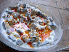 Kedvenc török gyorskajáldám a Szeráj, ott is a búzakása és a joghurtos padlizsán ízlik a legjobban. A salátát le is koppintottam, szerintem így csinálják.