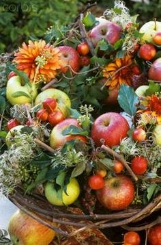 I saw a picture in one of my magazines of the most beautiful fall flower arrangement which just happened to be full of apples. Deco Floral, Arte Floral, Floral Design, Harvest Time, Fall Harvest, Apple Harvest, Harvest Moon, Fruits Decoration, Decorations