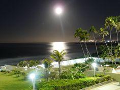 La luna del 24 de Junio en la costa de Vargas,Venezuela.