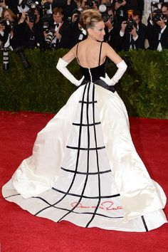 Top 10 Best Dressed Ladies at The 2014 Met Gala 2. Sarah Jessica Parker who was one of the ball's co-chairs wore a custom made Oscar de la Renta gown. SJP is known for her exquisite fashion sense and bold fashion forward choices, one of the shiniest stars of the Met Gala event every year , this one was no exception and she most certainly didn't disappoint!