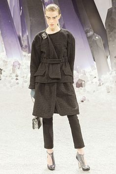 Chanel »  Fall 2012 RTW » this is an amazing outfit... creepy makeup but it was barely noticable next to the outfit