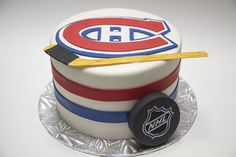 Creative Cake Decorating For A Kid's Birthday Hockey Birthday Cake, Hockey Birthday Parties, Sports Theme Birthday, Hockey Party, Creative Cake Decorating, Birthday Cake Decorating, Decorating Ideas, Montreal Canadiens, Cupcakes
