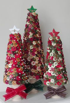 Maura previously shared some Christmas trees that she made in her class HERE and HERE . Hers turned out beautifully using scrapbook papers,. Christmas Button Crafts, Christmas Buttons, Diy Christmas Tree, Christmas Projects, Holiday Crafts, Christmas Holidays, Christmas Decorations, Christmas Ornaments, Clear Ornaments