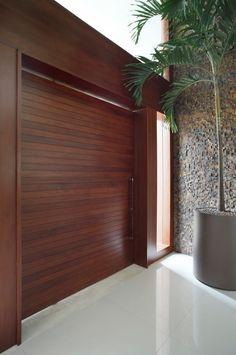 Navegue por fotos de Casas modernas: Pórtico. Veja fotos com as melhores ideias e inspirações para criar uma casa perfeita.