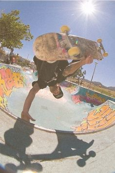 skater boy Skater Guys, Skate Art, Types Of Guys, Skate Style, Quotes About Photography, Character Modeling, Extreme Sports, Skateboards, Bmx
