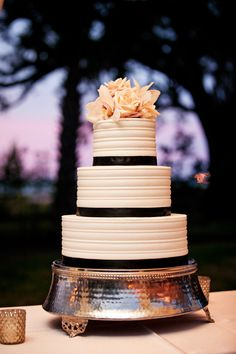 elegant #cake    Like the texture of this one