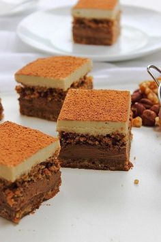 Tiramisu Paleo (2) Paleo Sweets, Raw Desserts, Healthy Cake, Healthy Food, Raw Cake, Cooking Recipes, Healthy Recipes, Raw Vegan, Fudge