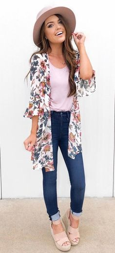 Stylish Summer Outfits You Must Own Pink top, blue fitted jeans and multicolored floral cardigan. Elegant Summer Outfits, Spring Outfits, Casual Outfits, Cute Outfits, Amazing Outfits, Holiday Outfits, Cardigan Floral, Look Fashion, Fashion Outfits