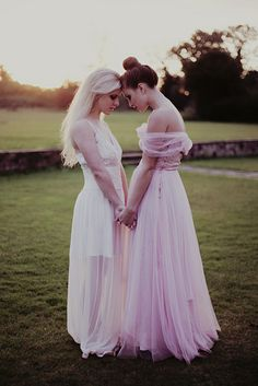 Heartwarming Bride & Maid Of Honor Moments Ideas for poses with my girl Lgbt Wedding, Cake Wedding, Lesbian Wedding Photos, Cute Lesbian Couples, Two Brides, Before Wedding, Photo Couple, Maid Of Honor, Dream Wedding