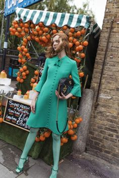 model Madison Stubbington posing on the streets of London wears Gucci's Whimsical Looks (fall-winter 2016 collection) for Grazia Australia photographer and stylist Margaret Zhang Fashion Line, High End Fashion, 70s Fashion, Runway Fashion, Fashion Outfits, Gucci Fashion, Whimsical Fashion, Colorful Fashion, Naive