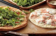 Check out this delicious recipe for Pizzas with Prosciutto, Arugula, and Mozzarella from Weber—the world's number one authority in grilling. Weber Grill Recipes, Grilling Recipes, Pork Recipes, Cooking Recipes, Grilled Pizza, Pizza Pizza, Big Green Egg Pizza, Grilled Pork Chops, Cooking On The Grill