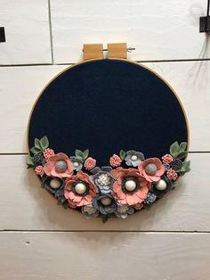 Felt Flower Wreaths, Felt Flowers, Floral Wreath, Embroidery Hoop Art, Flower Embroidery, Corona Floral, Floral Hoops, Gifts For Your Mom, Felt Ball