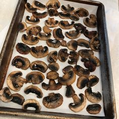 If you're a mushroom lover, this post is for you! You will learn step by step how to freeze mushrooms so you have them all year long. Can You Freeze Mushrooms, Freezing Mushrooms, Freezing Vegetables, Veggies, Freezer Recipes, Freezer Meals, Canned Food Storage, Food Hacks, Stuffed Mushrooms