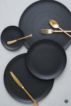 COUNTRYHademade in Italy. COLOR DETAILSoft shade of black. DESCRIPTIONClean, organic and minimal with a matte satin finish. Flat in shape with a slightly raised edge, the perfect canvas for any presentation. *Matching charger available. Assiette Design, Bühnen Design, Design Food, Plate Design, Clean Design, Dining Ware, Dining Plates, Ceramic Artists, Home Improvement
