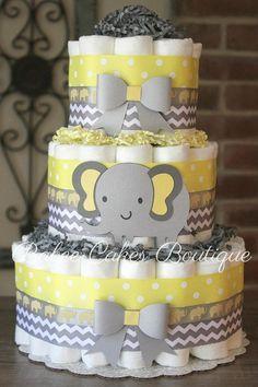 Esta tarta de pañales de 3 gradas será la pieza central perfecta en la ducha de bebé! Esta torta viene con arrullos de Pamper Talla 1 62 y medidas de 14 de alto y se sienta en una cartulina de pastel de 10. Tu pastel llegará envuelto en tul, preparado para mostrar en su evento