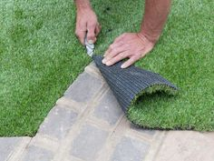 Learn+how+to+lay+artificial+turf+in+your+lawn+space+with+this+step-by-step+landscaping+guide+from+DIY.+ (Patio Step To Lawn) Turf Installation, Artificial Grass Installation, Laying Artificial Grass, Artificial Turf, Small Backyard Patio, Backyard Landscaping, Landscaping Ideas, Desert Backyard, Backyard Play