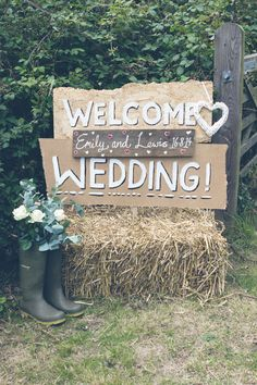 Emily and Lewis� Festival Style Outdoor Wedding On A Budget