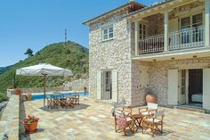 Valia || Featuring free WiFi throughout the property, Valia is a villa, situated in Áyios Nikítas. The villa is 1.3 km from Kathisma Beach. Free private parking is available on site.