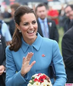 Kate Middleton Flashes a Toned Bare Booty, Gets Compared to Kim and Khloe!