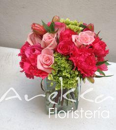 Centro de Mesa Pequeño, Rosas + Hydrangeas + Claveles