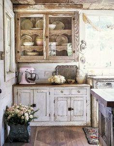 Chic Design Idea File We Would Like To Talk About Shabby Chic Kitchen. Loving The Simplicity Of This Shabby Chic Kitchen With Pink. Shabby D. Kitchen Decor, Kitchen Design, Nice Kitchen, Eclectic Kitchen, Boho Kitchen, Kitchen Corner, Kitchen Furniture, Cocina Shabby Chic, Cocinas Kitchen