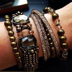 Lindo mix de pulseiras. Este no tom do inverno 2015!!