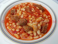 ETLİ KURU FASULYE YEMEĞİ TARİFİ Meat Recipes, Cake Recipes, Turkish Recipes, Ethnic Recipes, Dried Beans, Food Categories, Main Meals, Chana Masala, Food And Drink