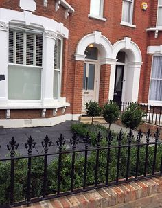 Classic black and white Victorian Mosaic London Contact anewgarden for more information Victorian Patio Ideas, Victorian Front Garden, Victorian Terrace, Victorian Townhouse, Edwardian House, Front Garden Ideas Driveway, Driveway Landscaping, Small Front Gardens, Small Front Garden Ideas Uk