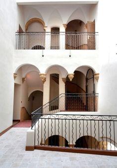 Escaliers de l'Hôtel de Ville de #Manosque  Crédit : Ville de Manosque
