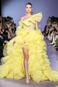 Georges Hobeika Spring Summer 2020 Haute Couture fashion show at Paris Couture Week (January Fashion Week Paris, Fashion 2020, Runway Fashion, Fashion Show, Fashion Outfits, Fashion Fashion, Fall Outfits, Classy Fashion, Fashion Jewelry