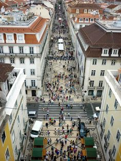 The main walking street downtown #Lisbon Rua Augusta.