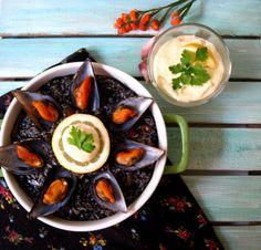 Arroz negro meloso con mejillones y sepia al vino tinto (Risotto negro)