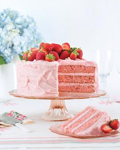 Strawberry Cake From Scratch, Strawberry Layer Cakes, Strawberry Birthday Cake, Strawberry Icing, Strawberry Cake Recipes, Swans Down Cake Flour, Pan Sin Gluten, Icing Recipe, Cake Ingredients
