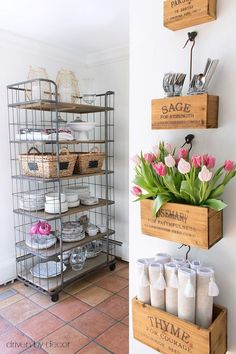 A baker's rack adds extra storage space in the kitchen and wall-mounted crates keep tabletop necessities close at hand - Interior Design Fans Spring Home, Autumn Home, Spring Style, Kitchen Design, Kitchen Decor, Kitchen Storage, Patio Storage, Storage Cart, Storage Room